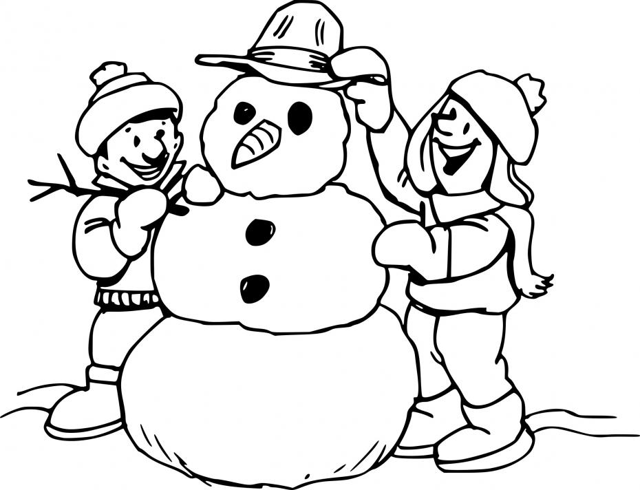 Bonhomme de neige avec des enfants